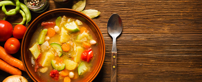 Sopa de verduras con albahaca